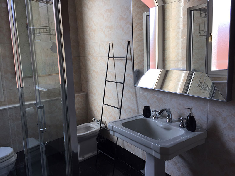 Bagno In Comune In Inglese : Paziente inglese boutique liberty house